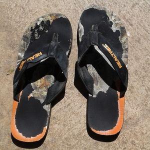 Worn Realtree flip flops men's size 14